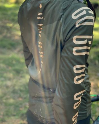 GHOGH-Long-sleeve-cykeltröja-tjej-sida
